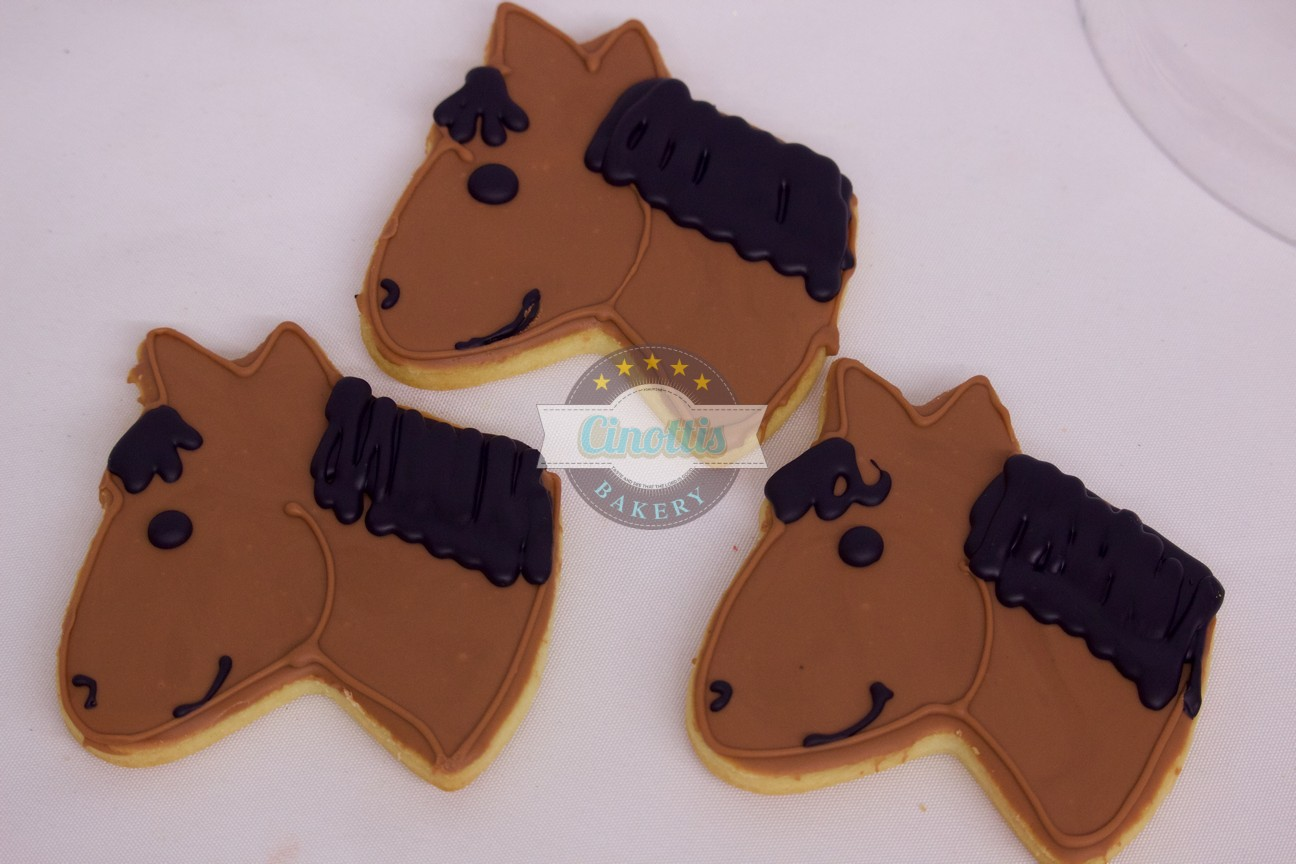 Horse head, Cookies, Equestrian, Ferrier, horseshoe, barn, farm, animals, Kentucky derby, Preakness, harness, girl, boy, birthday, hoedown, bandana, hay ride