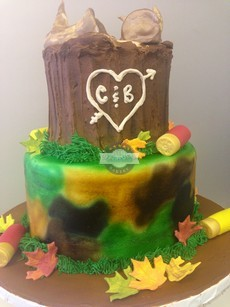Hunting, Tree trunk, camo, fall, leaves, grooms cake, cinottis bakery, love, tree stand
