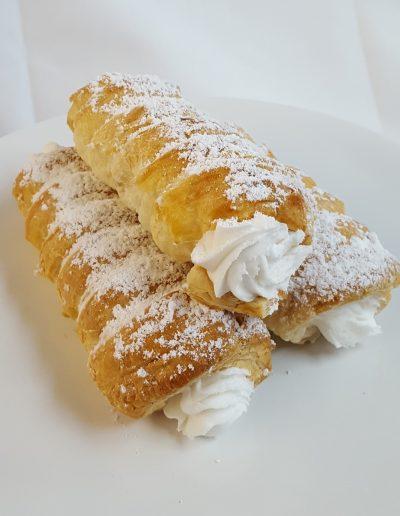Lady lock, cream horn, pastry, cream filled horn, cream filled pastry, real bakery, cinottis bakery, jacksonville beach