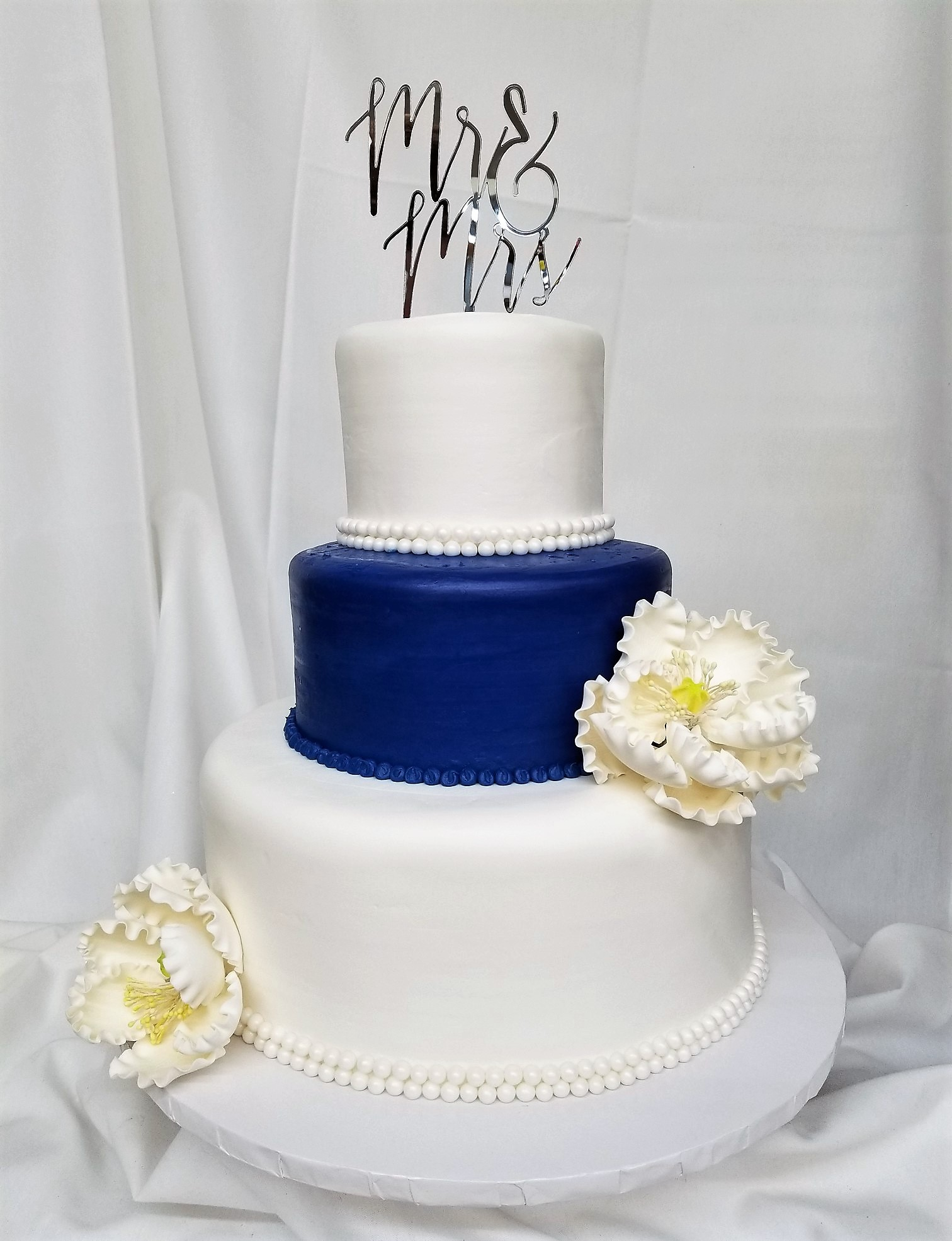 Beaded blue peony wedding cake from cinottis bakery beaded blue peony wedding cake blue navy white flowers mightylinksfo