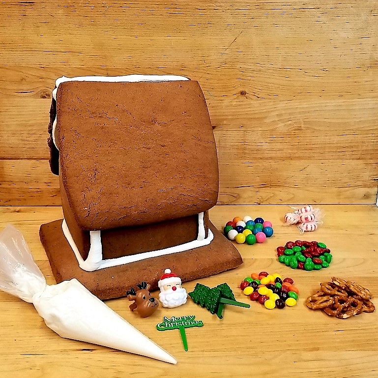 Gingerbread house kit decorate your own house cinotti 39 s - Decorate your own house ...